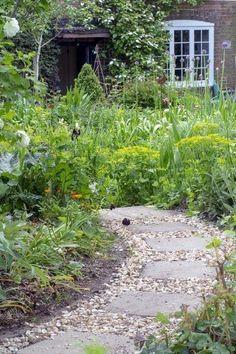 New best backyard garden ideas only in kennyslandscaping.com Most Beautiful Gardens, Unique Gardens, Back Gardens, Amazing Gardens, Eco Garden, Garden Paths, Small Garden Path Ideas, Path Design, Landscape Design