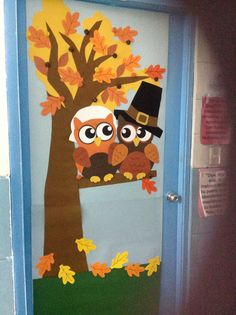 Herbsttüren – Lehrbilder – f – Decoration Thanksgiving Classroom Door, Thanksgiving Door Decorations, Fall Classroom Decorations, Halloween Classroom Door, School Decorations, Thanksgiving Crafts, Owl Door Decorations, Decoration Creche, Preschool Door