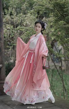 Chinese Clothing Traditional, Traditional Japanese Kimono, Traditional Fashion, Traditional Dresses, Japanese Drama, Japanese Geisha, Hanfu, Pretty Dresses, Beautiful Dresses
