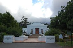 huguenot memorial museum- Franschhoek, Afrique du sud. Memorial Museum, Monuments, Good Times, South Africa, Cape, Mansions, House Styles, Pictures, Travel