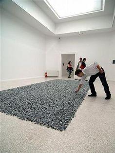 Yummy art work - Felix Gonzalez-Torres candy piece Contemporary Sculpture, Contemporary Artists, Neo Conceptual Art, Felix Gonzalez Torres, To Infinity And Beyond, Land Art, Postmodernism, Minimalist Art, Art And Architecture