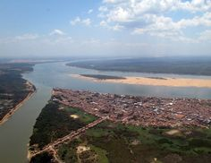 "My hometown is Marabá. It is an municipality in the state of Pará, Brazil. The reference location is the meeting point between two great Rivers (Itacaiunas and Tocantins), with warm water, forming a sort of ""y"" in the city."