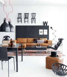 Modernisti yhdisteltyä mustaa ja ruskeaa. #etuovisisustus #olohuone #vepsäläinen