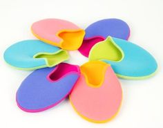 Ref: BH1055C    Bunheads have given a little twist to their extremely popular OUCH POUCH.    These fun reversible toe pads in bright colours are made of a thick layer of gel material inside two pieces of fabric creating a comfortable pouch for those hard working toes. They are washable, reusable and can be cut to size.