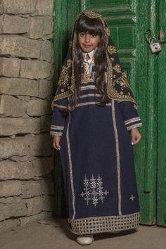Saudi Arabia Culture, Arabian Women, Traditional Clothes, Folk, Asia, Saree, History, Lady, Dresses