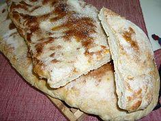COCA DE PA O DE FORNER (panificadora) 280 grs. d' aigua 3 cullerades soperes d' oli 1.5 cullaradetes de postre de sal 1.5 cullaradetes de postre de sucre 500 grs de farina de força 1 sobre de llevat granulat de forner (5 grs) En cas d' utilitzar llevat fresc n' hi posem 15 grs. Per posar per dumunt oli sucre anís (opcional) pinyons o ametlles filatejades (opcional)