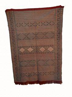 moroccan berber kilim rug de la boutique timitar sur Etsy Moroccan Berber Rug, Boutique, Kilim Rugs, Collections, Vintage, Etsy, Unique Jewelry, Vintage Comics, Boutiques