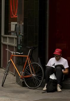 metallic orange and black bicycle supreme hat Urban Cycling, Urban Bike, Supreme Hat, Cycling News, Fixed Gear Bike, Speed Bike, Bike Style, Cool Bikes, Bicycles