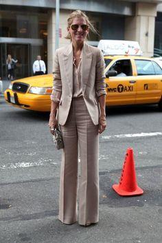Gotta love a linen suit! Business Outfit Damen, Business Outfits, Business Fashion, Khaki Suits, Beige Suits, Women's Suits, Black Suits, Mode Outfits, Office Outfits