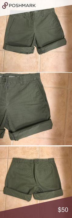 Size 2 army green GAP boyfriend roll up shorts Size 2 army green GAP boyfriend roll up shorts GAP Shorts