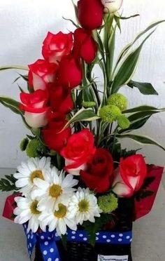 New flowers box bouquet floral arrangements Ideas Church Flower Arrangements, Church Flowers, Rose Arrangements, Beautiful Flower Arrangements, Deco Floral, Arte Floral, Floral Design, Amazing Flowers, Beautiful Roses