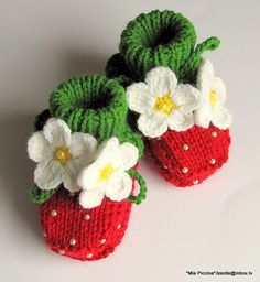 Items similar to Knitted Baby booties Red Strawberry baby girls shoes christmas handmade hand knit baby shoes toddler shoes / size M on Etsy Knit Baby Shoes, Crochet Baby Booties, Crochet Slippers, Knit Crochet, Knitted Baby, Knitting For Kids, Knitting Projects, Baby Knitting, Crochet Projects