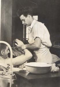 CPS man bathing arm of patient, Ministering to the mentally ill. Insane Asylum Patients, Fast And Pray, Old Hospital, Streetcar Named Desire, Mental Asylum, Abandoned Asylums, Vintage Medical, Public Service, Psychiatry