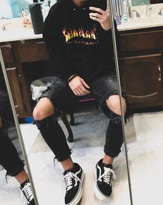 ripped jeans outfit Thrasher hoodie outfit Basic fit with Black and White Old Schools, black ripped jeans & black thrasher hoodie. Teenage Outfits, Teen Fashion Outfits, Edgy Outfits, Cute Casual Outfits, Retro Outfits, Grunge Outfits, Teen Guy Fashion, Black Outfits, Party Outfits