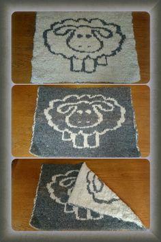 Sitteunderlag i dobbeltstrikk med handspunne garn. Mønster av Elvi N. Double Knitting, Knitting Yarn, Pot Holders, Tatting, Diy And Crafts, Kids Rugs, Crochet, Projects, Inspiration