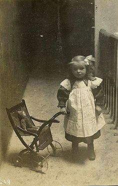 ❤❤❤ Victorian era ...girl with her doll...