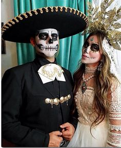 """Beauty is in the eye of the beholder"". Halloween Inspo, Halloween Kostüm, Couple Halloween Costumes, Vintage Halloween, Halloween Makeup, Skeleton Costumes, Skeleton Makeup, Vintage Witch, Halloween Skeletons"