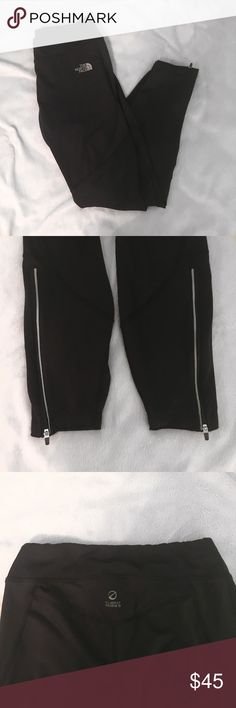 1 DAY SALEThe North Face black leggings Black The North Face leggings! In good condition! There's zippers at the ankles! The North Face Pants Leggings