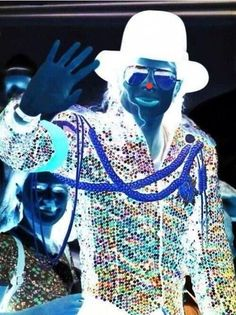 Stare at the red dot for 30 seconds and then look at the wall/ceiling and blink. Michael Jackson will appear right there♥