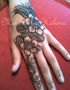 An old one from 2 yrs back! #Mehndi #henna #flowery