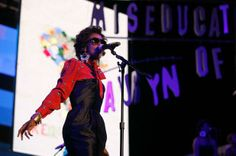 Great example of Lauryn Hill's tour fashion