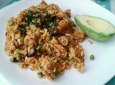 #aguacate #arroz con #pestoRojo #arveja #lentejaAmarilla #cilantro #sriracha #aceitunasNegra #aceitunasVerde #vegan