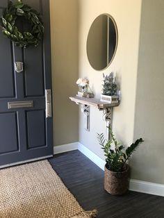 Entryway Decor, Entryway Ideas, Entryway Tables, Corner Mirror, Small Apartment Decorating, Small Apartments, Apartment Living, Home Remodeling, Living Room Decor