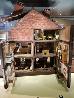 Puppen Ausstellung Port de Hal Brüssel 2017 Cabin, House Styles, Home Decor, House, Homemade Home Decor, Cabins, Cottage, Decoration Home, Cubicle