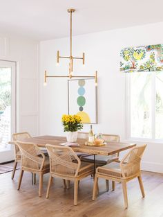 Holly Leaf Nook - Beach Style - San Diego - by Savvy Interiors Dining Set, Dining Table, Dining Rooms, Boutique Design, A Boutique, Holly Leaf, Beautiful Space, Window Coverings, Nook