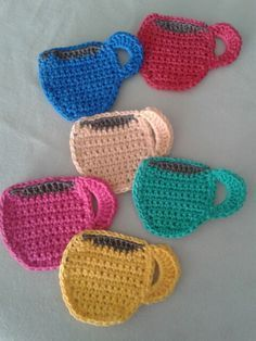 crochet potholder patterns Coasters Some things go well together: peanut butter and jelly, bacon and eggs, bees and honey, and my favorite COFFEE & CROCHET! Crochet Potholder Patterns, Crochet Coaster Pattern, Crochet Flower Patterns, Crochet Motif, Crochet Flowers, Crochet Mug Cozy, Crochet Fall, Crochet Gifts, Crochet Toys