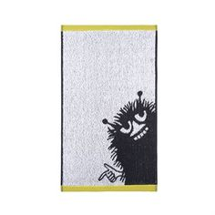 Spruce up your bathroom with the soft Stinky towel from the Finnish brand Finlayson. The towel is made of high quality cotton in a soft grey shade and has a motif with the sneaky character Stinky, who loves to play mean pranks on others for fun, can you see what he is up to now