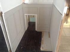 Entrada principal, con mamparos sin terminar y sin piso de segunda planta, falta aun piso por instalar