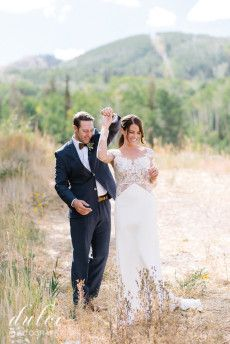 First Look  | Decor & Planning: Harvest Moon Events | Photo: Dulce Photography | Venue: Red Pine Lodge