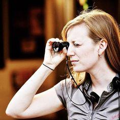 """No #mulhernocinema você encontra um lista com 58 filmes dirigidos por mulheres e recomendados por...diretoras mulheres! """"Histórias que Contamos"""", documentário imperdível de Sarah Polley, é um deles. Vem ver os outros 57 no mulhernocinema.com"""