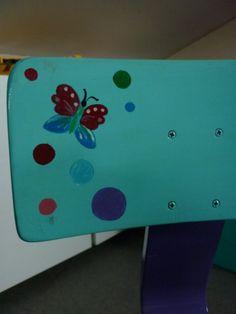 Een stoeltje met vlinders voor Mirre.