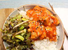 Koreaanse zalm bowl. Met dit recept maak je een heerlijke kom met geurige basmatirijst, gekarameliseerde prei en Koraanse zalmblokjes in een kruidige tomatensaus. Gerechten in een bowl, oftewel uit een kom, zijn ontzettend trendy op dit moment. Meestal verdwijnen er verse groenten, rijst en stukjes vlees of vis in zo'n bowl. Het leek mij leuk …