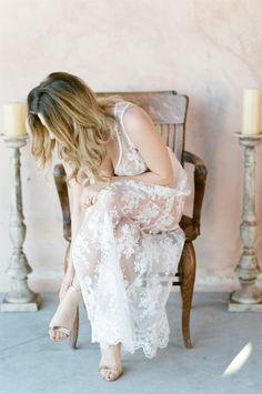 Boho boudoir: http://www.stylemepretty.com/little-black-book-blog/2015/04/17/bohemian-desert-boudoir-session/ | Photography: Tamara Gruner - http://www.tamaragruner.com/