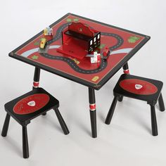 I bet I could paint a table like that... hmm