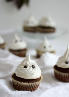 Chocolate Heaven, Snacks, Mini Cupcakes, Halloween Diy, Chocolate Recipes, Food Art, Thanksgiving, Cooking Recipes, Cookies