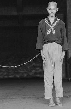 © Chien-Chi Chang/Magnum Photos. TAIWAN. Kaohsiung. 1998. Lung-Fa Tang Temple. Mental patients.