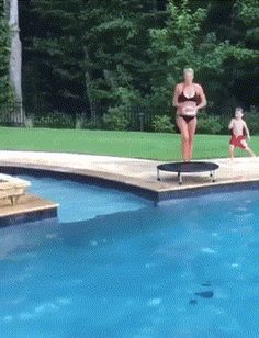 ⁣That's quite the pool. #pool #family #awesome Extremely Funny Memes, Crazy Funny Memes, Really Funny Memes, Funny Quotes, Throw Like A Girl, Girls Be Like, Bad Humor, Flipper, Funny Vid