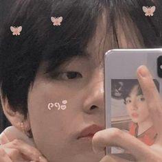 Page 2 Read Secretos a la luz. from the story ❝Cercana Obşesion❞ ⇥ʏooɴмιɴ. Kim Taehyung, Bts Jungkook, Namjoon, Foto Bts, Taekook, Bts Memes, Frases Bts, V Bts Cute, Twitter Layouts