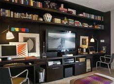 Estante de parede inteira com bancadas de trabalho (se retirada a TV, pode ser colocada fora do home theater)