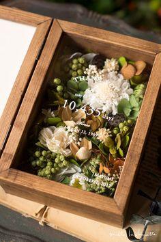 【両親への贈呈品】グリーンホワイト ナチュラル フラワーフォトボックス【感謝状】   Online store – ミルラシュエット Wooden Ring Box, Wooden Rings, Decor Crafts, Diy And Crafts, Arts And Crafts, Dried Flower Arrangements, Dried Flowers, Wedding Decorations, Bubbles