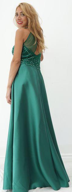 442ce0555c2 Sortez la femme glamour et chic en vous avec cette robe bordeaux à sequins  en forme sirène avec son soupçon de décolleté
