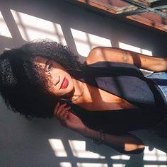 #CACHOS #CACHEADAS #4A #CACHOS3C #CACHOS4A #TIPO4 #CURLYHAIR #nATURALHAIR #BLACKGIRL #NEGRAS #CACHOSCURTOS #CRESPO #FOTOSEMCASA #INSPIRAÇÃO #SELFIE Curly Hair Styles, Natural Hair Styles, African Girl, Black Girl Fashion, Selfie, Tumblr Girls, Box Braids, Girl Style, Outfits