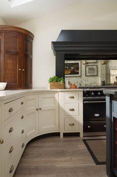 Cocinas de estilo clásico por Humphrey Munson