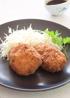 Crunchy outside, fluffy and a little bit sweet inside. Korokke (コロッケ, potato and ground meat croquette) is a popular Japanese dish.