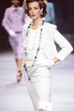 Tatjana Patitz walks the runway at the Chanel Ready to Wear Spring/Summer fashion show during the Paris Fashion Week in October, 1991 in Paris, France. Get premium, high resolution news photos at Getty Images Fashion Week, 90s Fashion, Runway Fashion, Fashion Models, Vintage Fashion, Fashion Outfits, Womens Fashion, Mode Chanel, Chanel Runway