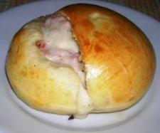 Ricetta Panino al latte con mozzarella e wurstel pubblicata da Angelabis - Questa ricetta è nella categoria Prodotti da forno salati